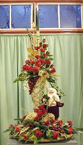 Exquisite Red And Gold Floral Arrangement For Christmas