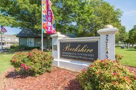 3 Bedroom Apartments Wichita Ks by 2 Bed 1 5 Bath Berkshire Apartments In Wichita Ks