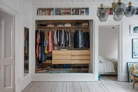 offene kleiderschrank im wohnzimmer wohnideen einrichten