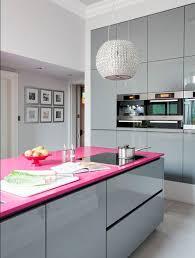 deco cuisine grise et cuisine blanc mur fushia idées décoration intérieure farik us