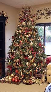 Frontgate Christmas Tree Lights Problems by Christmas Tree With Baskets Of Ornaments I Like The Idea Of The
