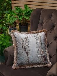 casa padrino luxus deko kissen frau im garten design grau mehrfarbig 45 x 45 cm bedrucktes samt kissen mit fransen wohnzimmer deko