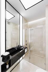 elegantes badezimmer mit begehbarer bild kaufen