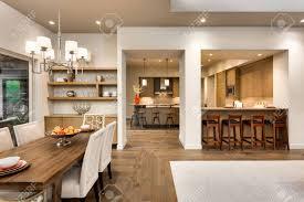 wohnzimmer esszimmer und küche in der neuen luxus haus