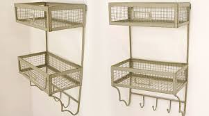étagère en fer forgé pour cuisine etagère murale en fer forgé à deux paniers avec portemanteaux