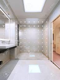dusche mit glaswand in hellen weißen bad einfache und elegantes interieur 3d übertragen