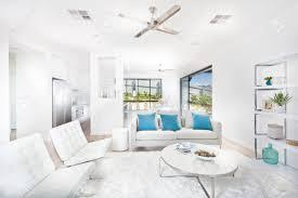insgesamt weiß wohnzimmer dekoration innenausstattung mit der küche eines hauses luxus der farbe weiß in derselben farbe wänden und möbeln