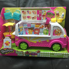 Shopkins™ - Food Fair Scoops Ice Cream Trucks – Snyder's Candy Licks Ice Cream Truck Takes Up Post In Brentwood Eater Austin Chomp Whats Da Scoop Shopkins Scoops Playset Flair Leisure Products 56035 New Exclusive Cooler Bags Food Fair Season 3 Very Hard To Jual Mainan Original Asli Helados In Box Glitter Moose Toys And Accsories Play Doh Surprise