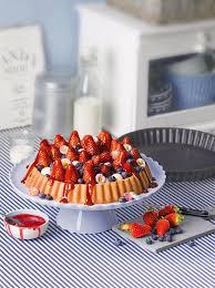 erfrischende erdbeer heidelbeer obsttorte mit sauerrahm