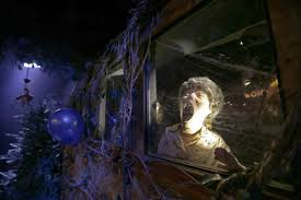 Halloween Mazes In Los Angeles by Theme Parks Go For Gore City