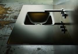 stilvolles waschbecken aus glas hochglanz look im bad