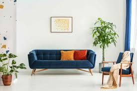 buntes sofa als blickfang im modernen wohnzimmer livvi de