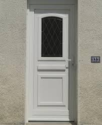 achat de porte d entrée vitrée en pvc de couleur blanche à