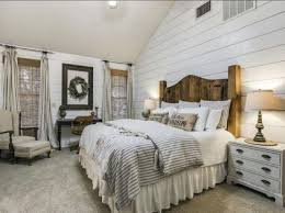 Country Rustic Farmhouse Master Bedroom Decorating Ideas 27
