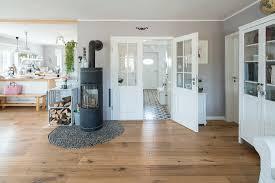 modernes nordisches wohnzimmer im bild kaufen 71230374