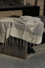 plaid sur canapé couverture fouta plaid jeté de canapé jeté de lit nappe deco