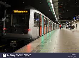Metro tube train doors open green light before doors closing