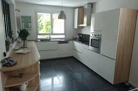 cuisines blanches et bois réalisations cuisine blanche bois quartz de cuisines virtuose