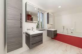 bad renovieren badezimmer fliesenlegen toilette dusche