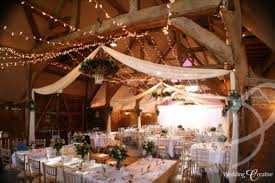 Tons Ideas For Rustic Indoor Barn Wedding Decoration 21