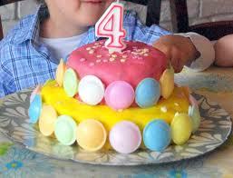 gateau pate d amande facile gâteau d anniversaire à étage coloré recette marciatack