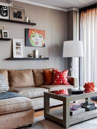regal hinter sofa hängend dekoration wandbild kleine