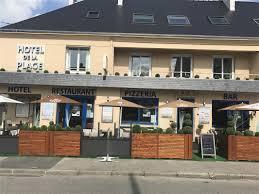 la terrasse de l hôtel restaurant près de vaast la hougue