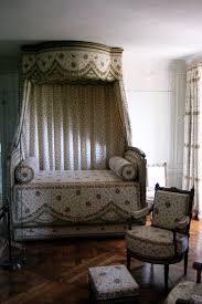 chambre et file chambre et lit de antoinette petit trianon jpg