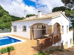 100 Beach Houses In La Renovated House With Pool For Sale On The Beach Of Pals Divided Into Two Independent Apartments