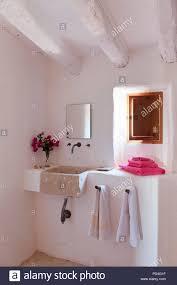rustikales badezimmer stockfotografie alamy