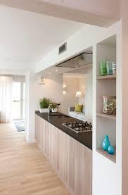 moderne küche mit kochzeile durchreiche küchen ideen