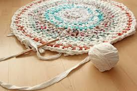 teppich selber stricken häkeln aus alten kleidern und