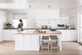 cuisine bois blanchi intérieur blanc et bois 40 idées inspirantes à emprunter