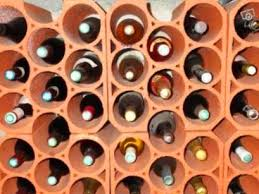 range bouteille en brique construire un cellier et cave à vin maison à peu de frais dans