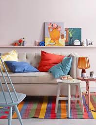 einrichten dekorieren mit farben blau rot und