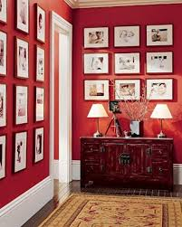 Great Photo Display With Contrasting Wall Colour