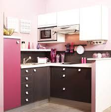 cuisines petits espaces une cuisine et féminine spéciale petits espaces