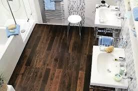 holzfußboden im badezimmer malerblatt