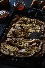 flammkuchen mit birnen camembert walnüssen