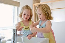 das badezimmer kindersicher gestalten