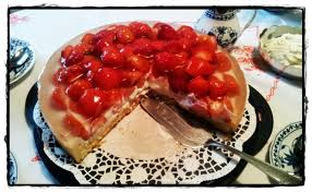 leckere erdbeer torte mit mascarpone quark creme kuchenkrümel