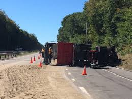 100 Truck Rollover Dump On I395 In Norwich Cleared Hartford Courant