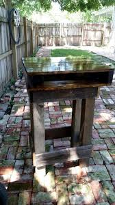 Wooden Patio Bar Ideas by Diy Pallet Outdoor Bar Table Set 101 Pallet Ideas