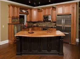 Kitchen Backsplash Ideas With Oak Cabinets by Best 25 Honey Oak Cabinets Ideas On Pinterest Kitchen Ideas