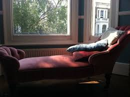 Ebay Chaise by This Chelsea Flat Was Furnished By Ebay Thrift Shops U0026 Salvage Yards