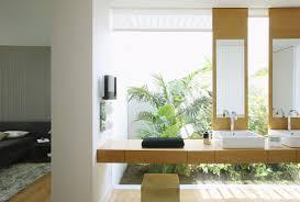 modernes badezimmer mit glaswand und bild kaufen
