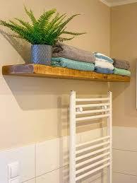 schweberegale wäschekörbe deko für ein wohnlicheres