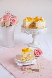 cremige pfirsich joghurt torte auf mandelbiskuit lisbeths