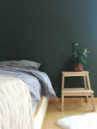 eine grüne wand bringt harmonie interior home