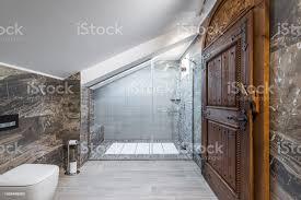 bad im dachgeschosswohnung duschkabine stockfoto und mehr bilder alt